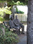 Couple statue - Chemainus